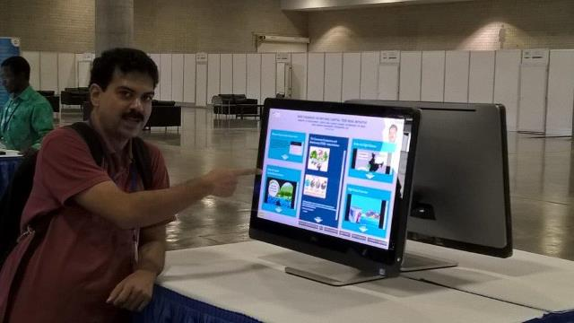 Mr. Ravindra Singh presenting the online poster-